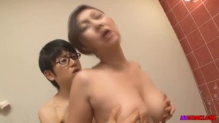 Porn Hub : Japanese Mother Takes a Bath with her Son